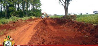 Trabajos de mantenimiento de caminos rurales del distrito.