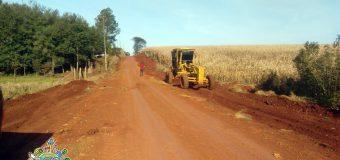 Trabajos de mantenimiento, limpieza de cunetas y costados de los caminos rurales del Distrito de Bella Vist