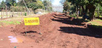 Iniciaron los trabajos de construcción de capa tipo empedrado sobre la «Calle Alto Verá»