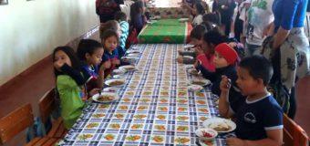 Imágenes del almuerzo escolar en el Distrito de BellaVista